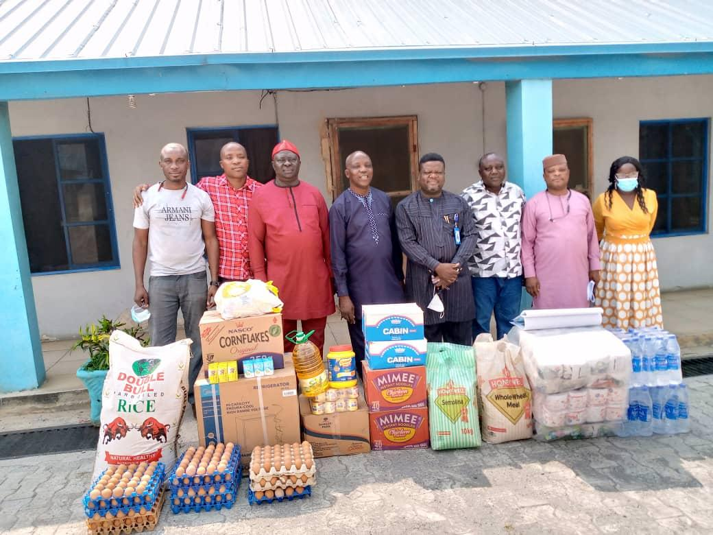 Journalists Donate Valuable Items to Old People's Home